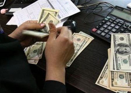 Sales of dollar by the CBI rise on Monday auction